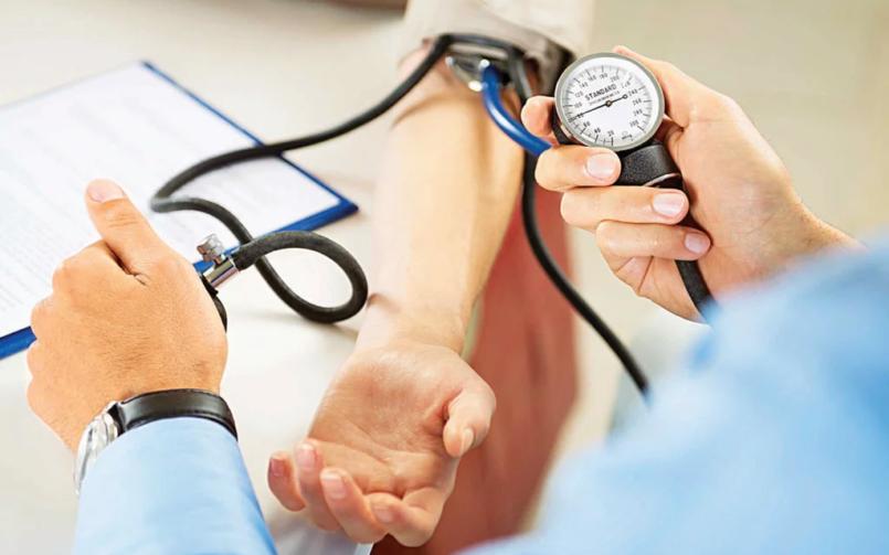 Повышенное давление: симптомы, причины, лечение