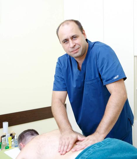 Массажист лечебно-диагностического центра Лоритом